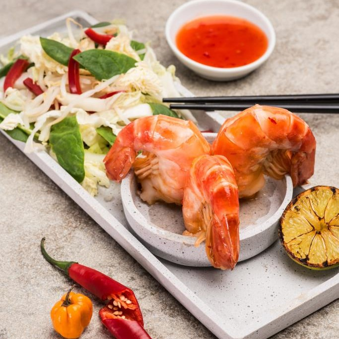 Thai Salat mit Sweet Chili Garnelen
